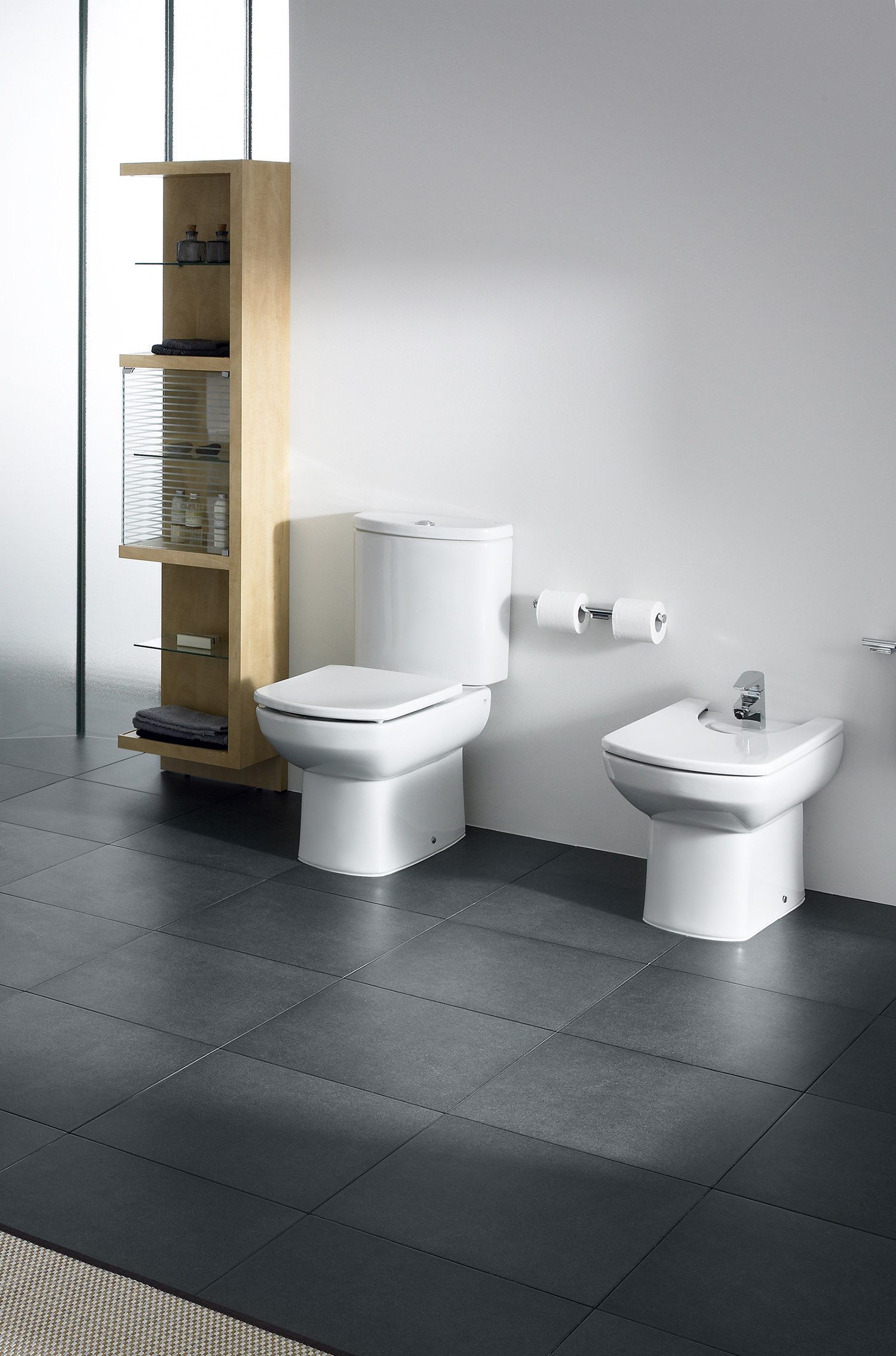 Roca Senso Wc Pan With Cistern And Toilet Seat 660mm