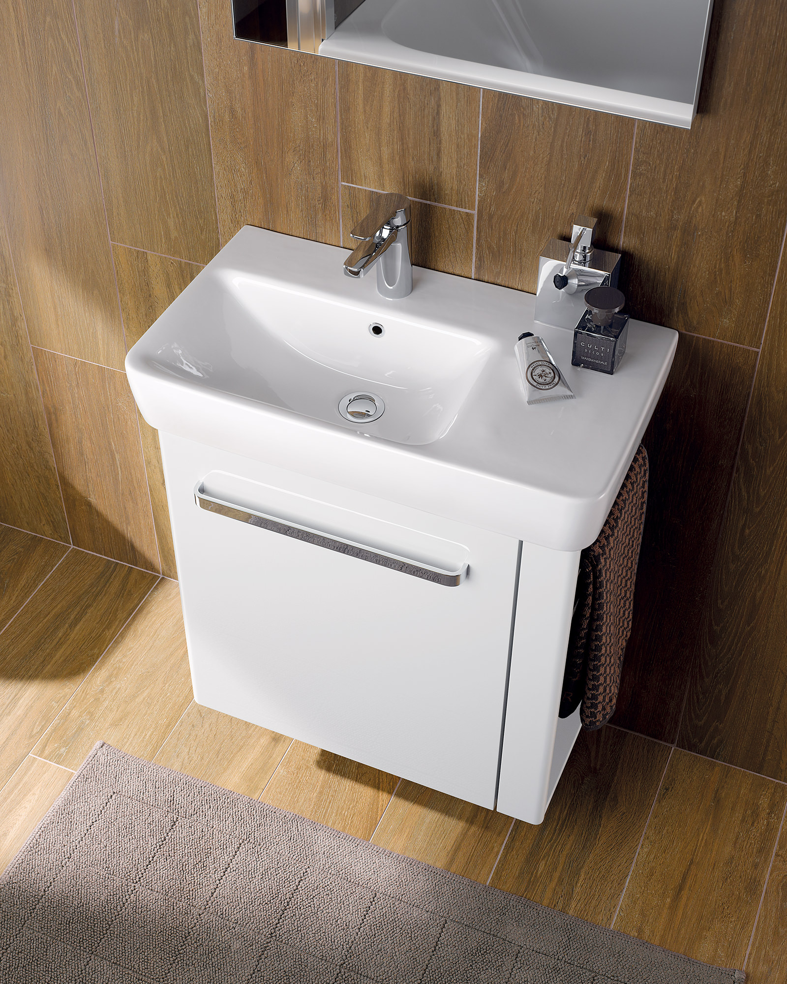 Twyford E200 590mm Unit And 650mm Basin With Right Hand