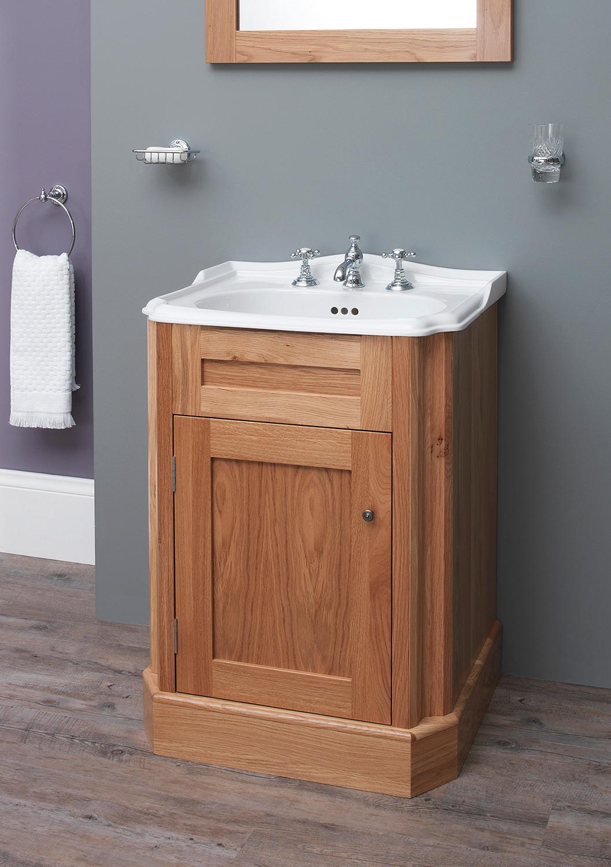 Silverdale balasani 600mm single door light oak vanity for Bathroom cabinets 600mm