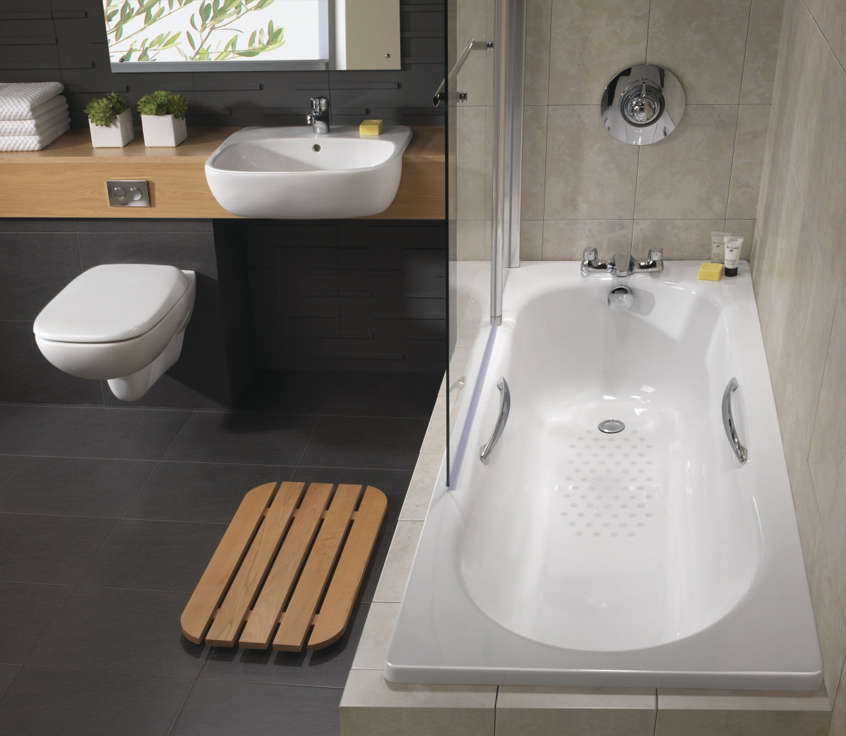 Twyford Celtic 1700 x 700mm Plain Steel Bath With Grips And Legs ...