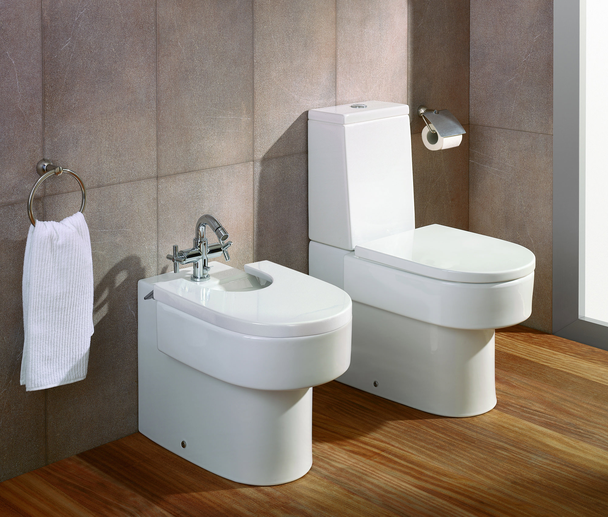 Roca Happening Wc Pan With Cistern And Soft Close Seat