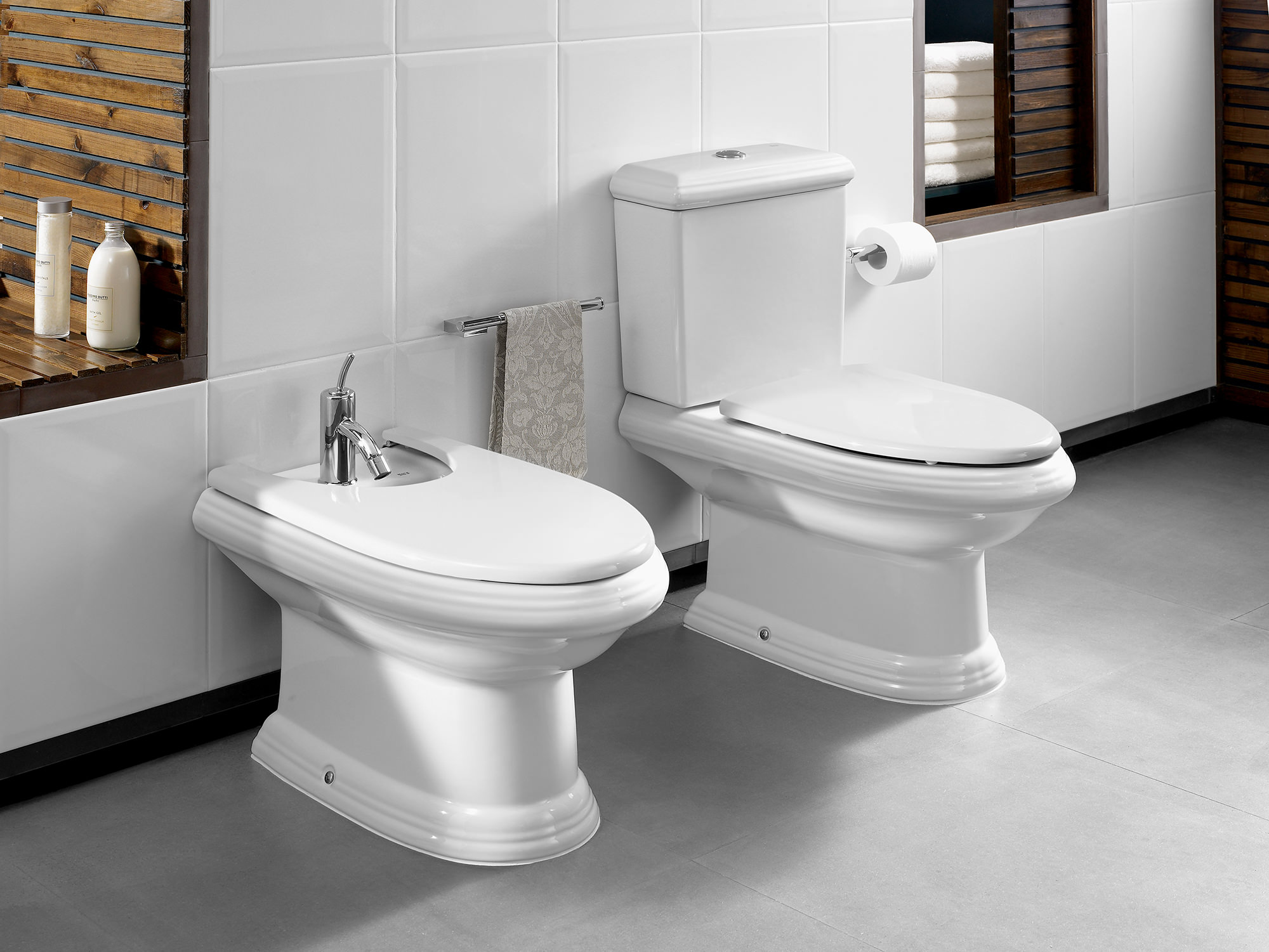 Roca New Classical Close Coupled Wc Pan With Cistern 705mm