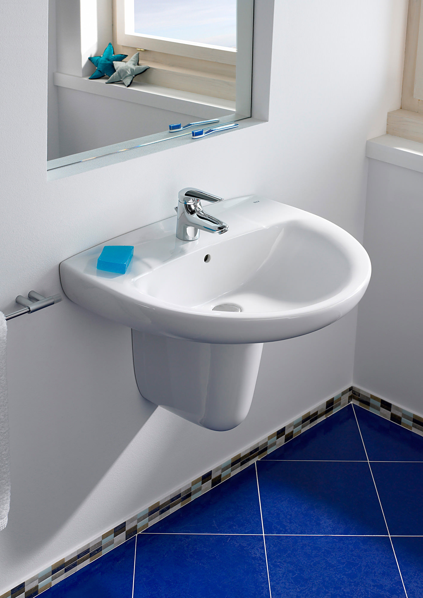 Roca Laura 1 Tap Hole Wall Hung Basin 600mm Wide 326392005