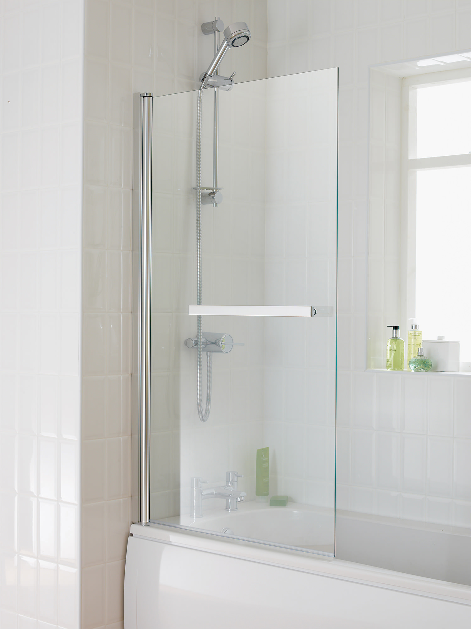 Essential Eclipse Bath Screen With Towel Rail 800x1400mm