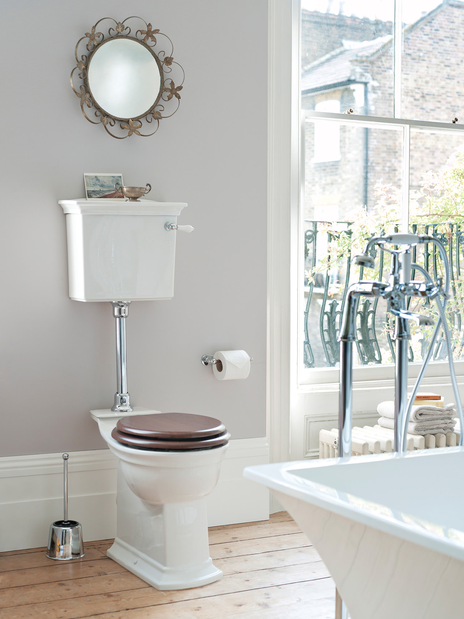 heritage blenheim low-level wc and cistern with flush pack 720mm
